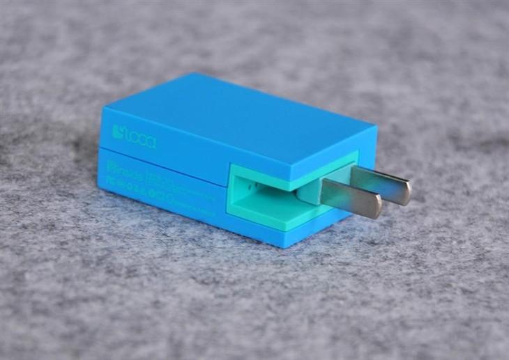 柔滑质感·迷你便携 Loca路可2U多口充电器