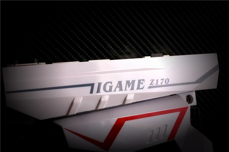 碳纤维质感图赏,iGameZ170烈焰战神X