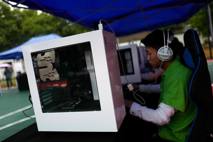 雨战人气不减 雷霆世纪杯北京踢馆赛实录
