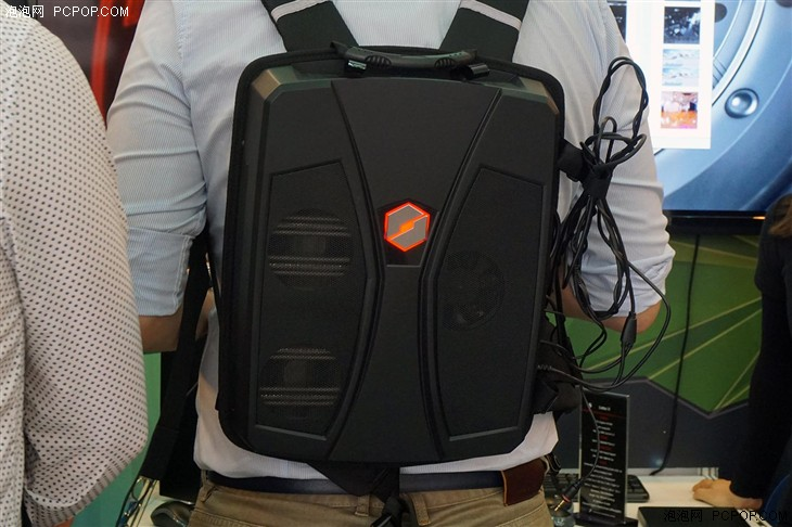VR背包亮相 机械革命惊艳Computex 2016