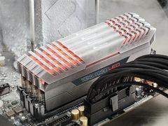 海盗船新品DDR4灯条上市:狂飙4333MT/s!