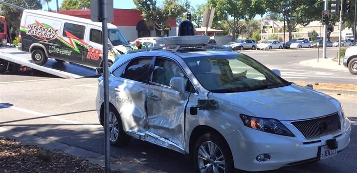 谷歌无人驾驶汽车遭遇有史最惨烈车祸高清图片