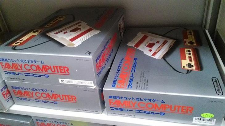 任天堂现场开箱30年前的未开封红白机