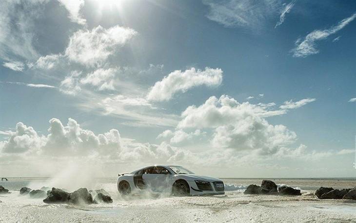 用汽車模型 拍攝超逼真奧迪r8跑車廣告