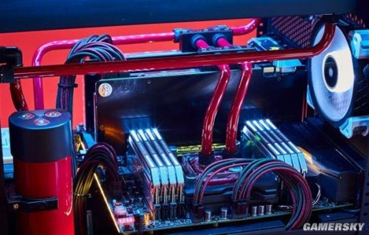 价值1万1千刀 壕无人性电脑堪称艺术品