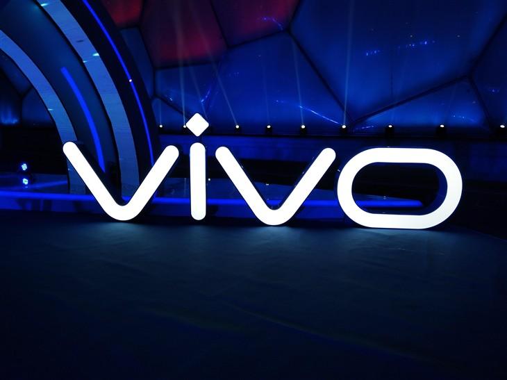 柔光自拍再升级 前置双摄vivo X9评测