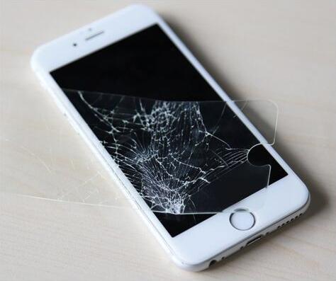 二十八贴窗花 别忘了给自己的手机也换个贴膜