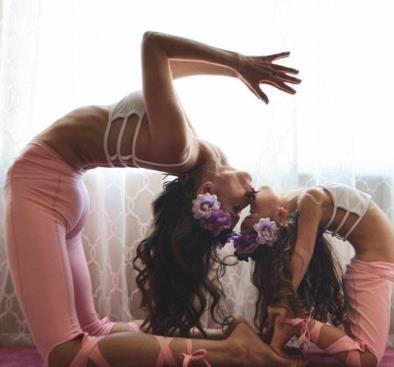 厉害!母子三人花式瑜伽走红 高难度动作引起了广泛的关注