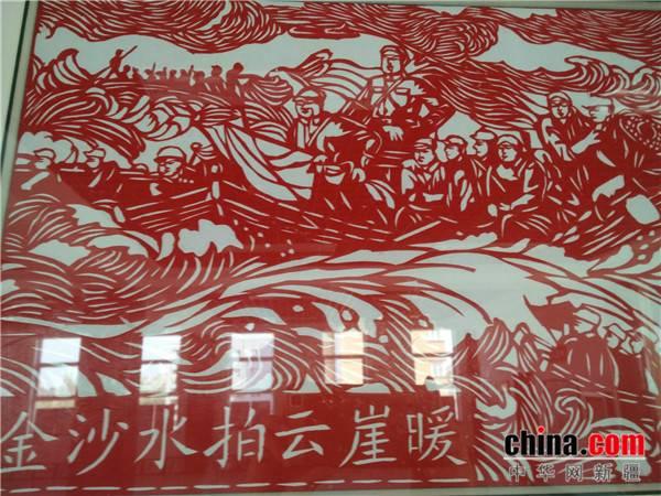 昌吉州呼图壁县民间艺人创作剪纸作品纪念红军长征胜利80周年