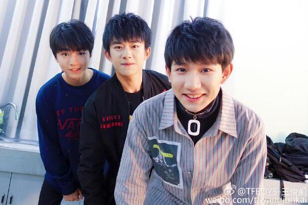 【观察】:长发红唇 短裙,这样的王俊凯和王源能认出吗