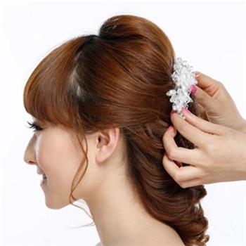 [快报]:新娘齐刘海发型推荐 中长发新娘发型步骤