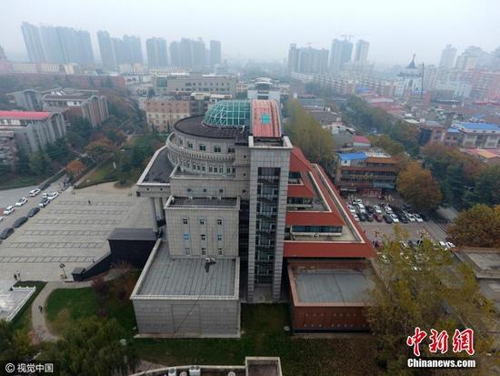 【速报】:郑州高校现中西合壁奇葩建筑