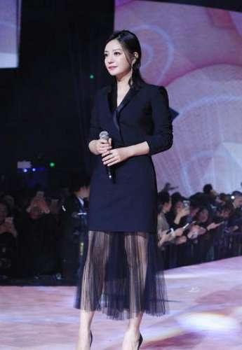 [时讯]:观点 女星穿西装,赵薇显瘦女神范,王鸥比赵丽颖还可爱!