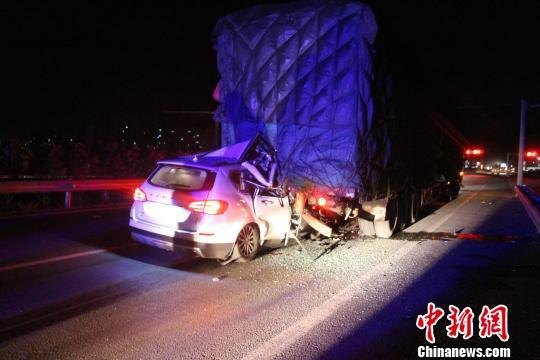 大理云浪收费站外发生车祸致五人死亡