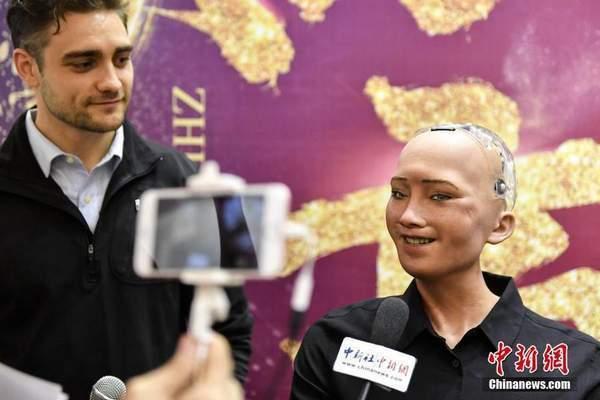 世界首个获公民身份机器人亮相广州