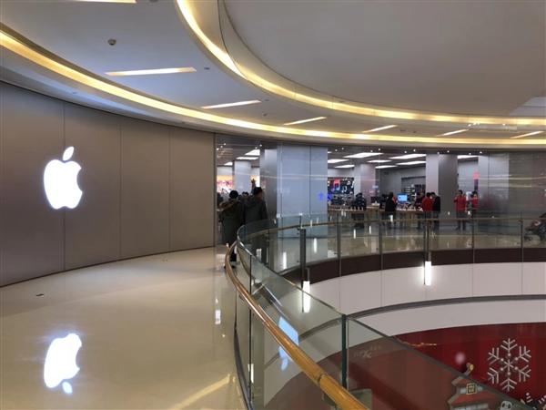 搬入Apple Park新总部的苹果员工狂叫苦:各种误撞玻璃