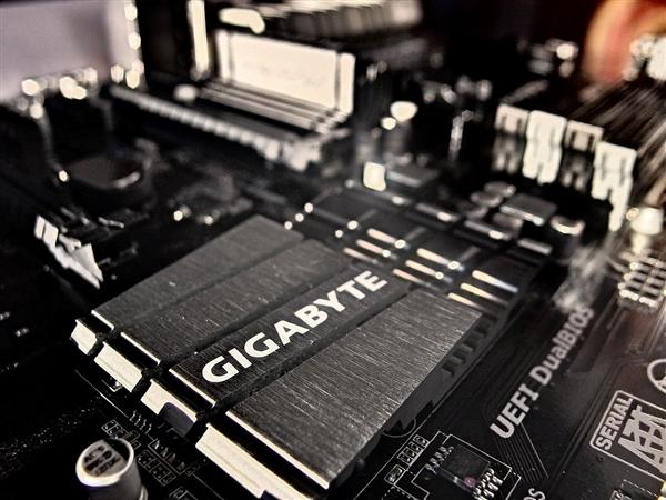 技嘉发布四口万兆SFP28网络扩展卡:主芯片罕见