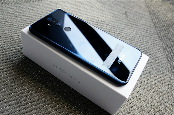 华硕ZenFone 5新机台湾上市 智能手机业务本季开始盈利