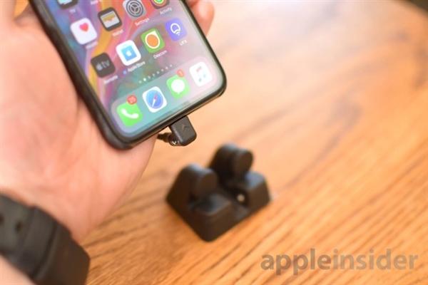 它可以解决iPhone充电支座的最大难题之一