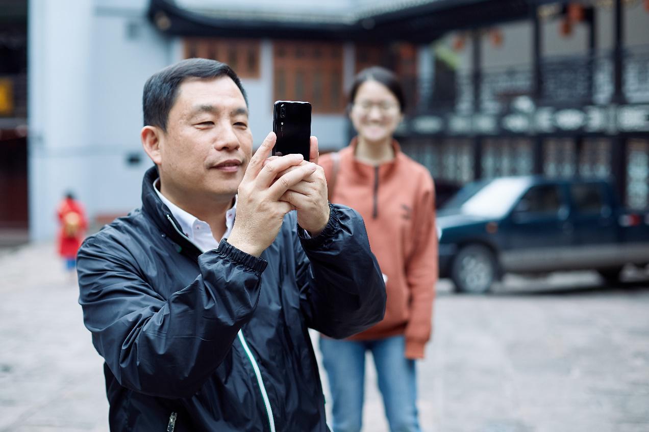 后置徕卡三镜头+AI征服摄影家,华为P20 Pro记录经典影像
