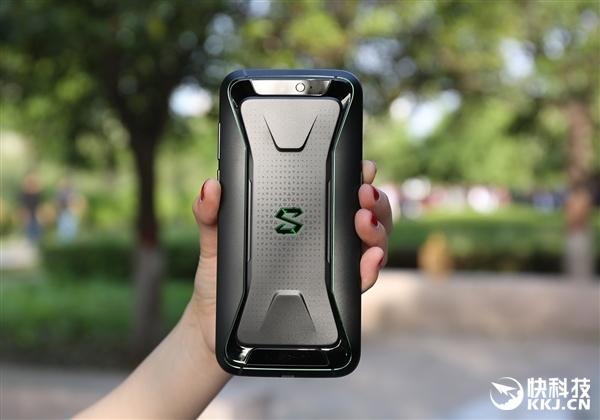首批黑鲨游戏手机告罄 二手平台加1000元叫卖
