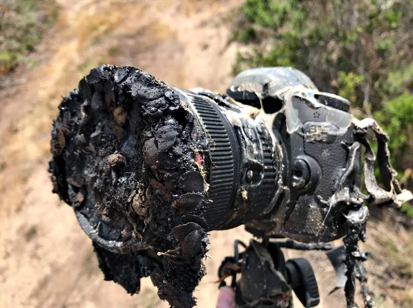 佳能5DS在拍摄火箭升空时被烧 融化后留下感人一幕