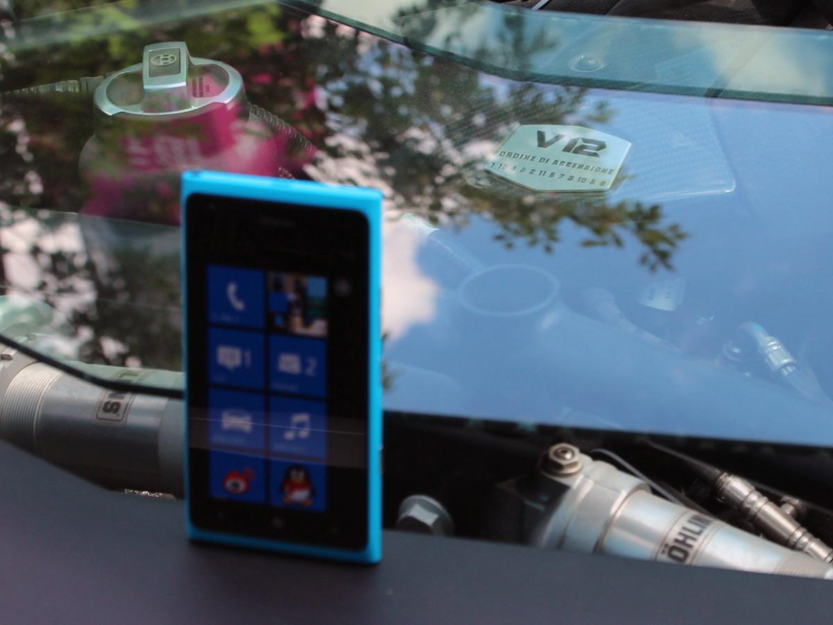 lumia900与兰博基尼lp700合影 美女与跑车 诺基亚高清图片
