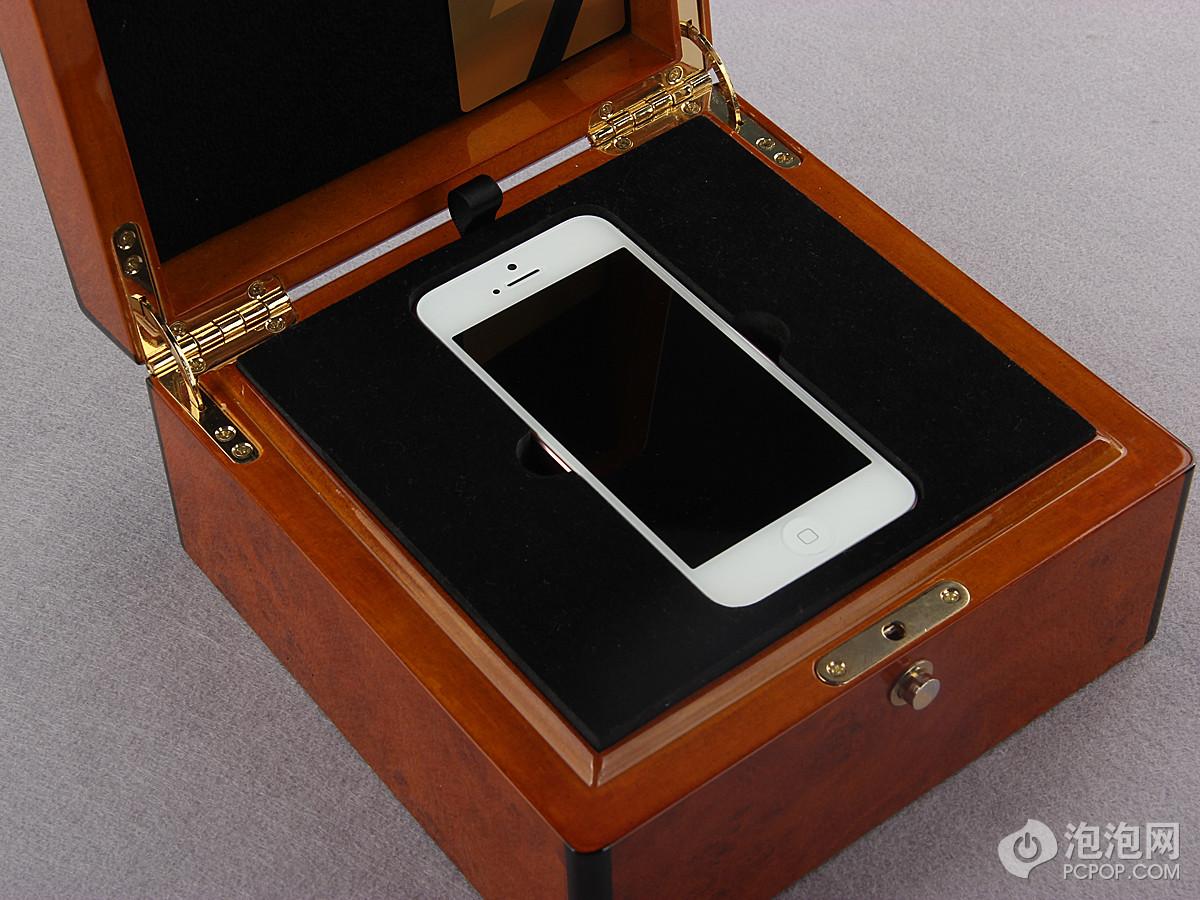 粉色版iPhone 5限量发售   美女果粉的最爱