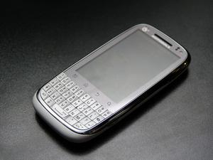 直板全键盘新OPhone! MOTO MT620图赏