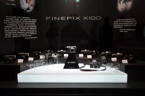 P&E2011 富士展台经典胶片机齐捧X100
