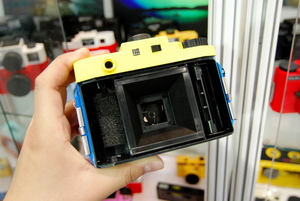 P&E 2011 时尚多彩LOMO相机让你花眼