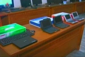 组图:朝鲜称自主研制出三款笔记本