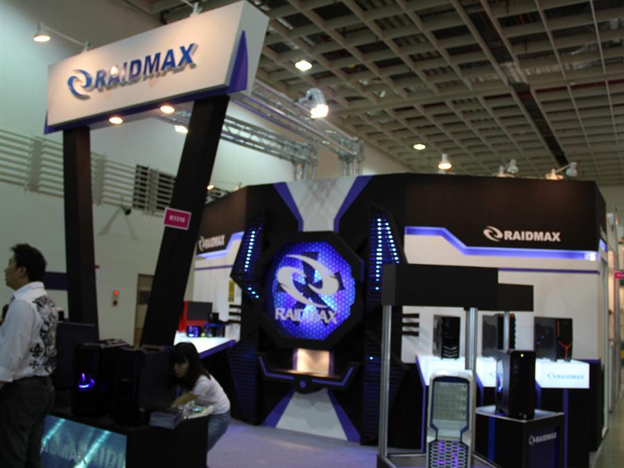 个性化白色机箱 raidmax台北电脑展台
