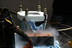 为电脑展降温 G.SKILL现场液氮超频秀