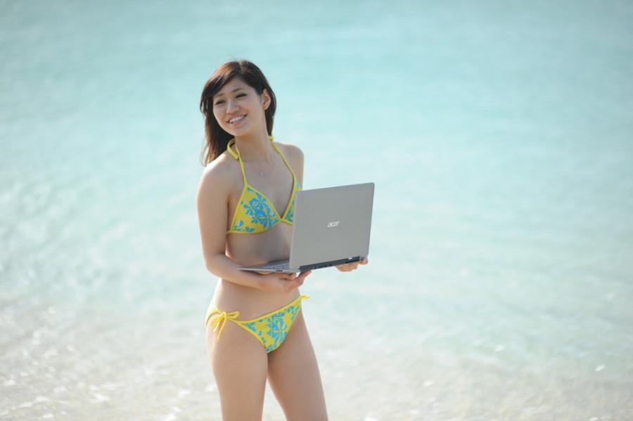 起来领略下冲绳的沙滩和美女吧