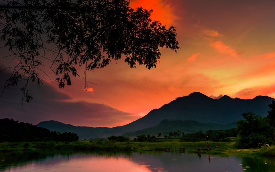 风景摄影师是一群为了记录大自然美丽而到处奔波寻找美景的人.