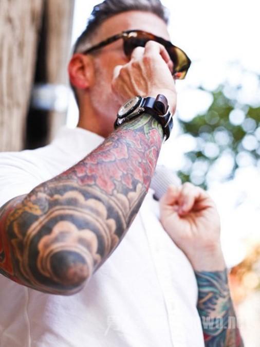 nickwooster纹身_上皮肤上的衣服你应该知道的四个时尚纹身达