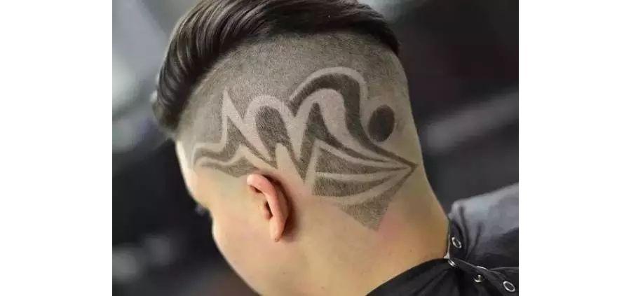 这种发型我们称之为hair tattoo,简单来说就是在头发上刻出纹理图案来图片