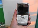 诺基亚E71手持效果图片