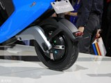 小牛M1智能电动踏板车 都市标准版M1/都市安全版M1 白色 都市版 都市标准版现场图片6