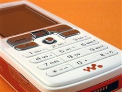 迟来的降价!索爱音乐手机W800跌两百