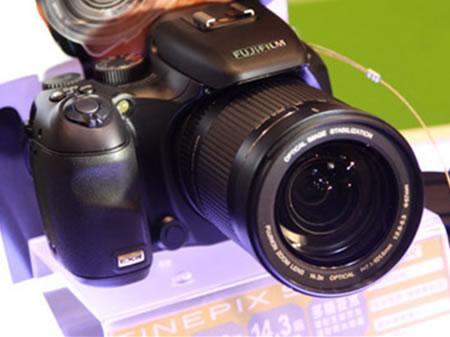 长焦最强画质 富士S205EXR报价2280元